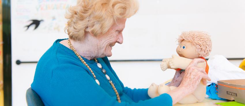 La Doll Theraphy Contro le Demenze