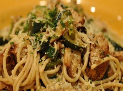 Ricette FreeFood - Spaghetti di pollo e zucchine al cartoccio