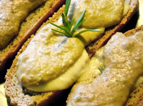 Mousse di cipolle con crostini